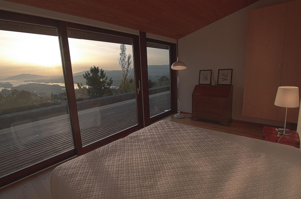 Room, New House With 4 Suites, Beautiful View Over the River