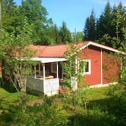The red Cottage on Lake Örsjön With Free Wi-fi and its own Private Rowing Boat
