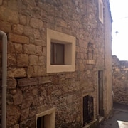 Charming, Newly Renovated Village House in Caunes-minervois