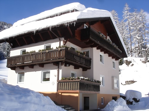 Large Apartment for Family and Friends With Mountain Views, Free Wi-fi
