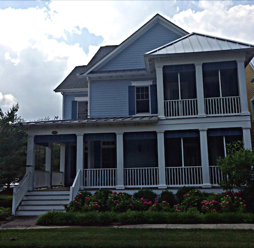 Check Expedia for Availability of 4 Bedroom 3.5 Bath Luxuriously Appointed Single Family Vacation Retreat