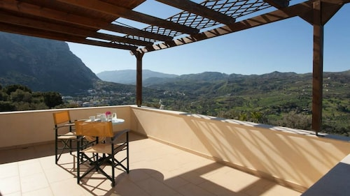 Budget Villa Louloudis for Families w/ Private Pool+ BBQ + Children Area & Views