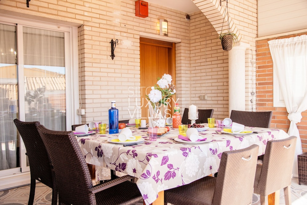 Private Kitchen, Villa Carmen Heated Pool, 5 Min. Sitges