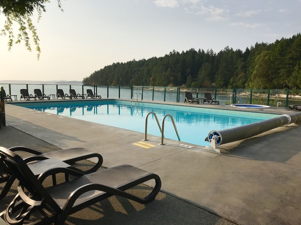 Pool, SEASIDE GETAWAY at Inn of the Sea~Pool & Hot Tub