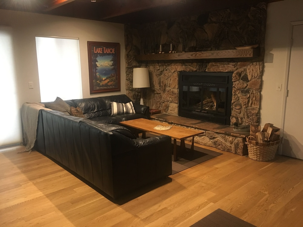 Living Room, Spacious Mountain Home Very Close to Dodge Ridge
