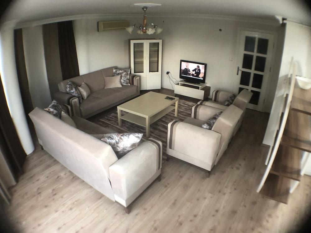 Bursa Larimar Apartments