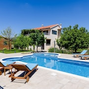 Villa Buble - Charming Villa With Pool Near Trogir