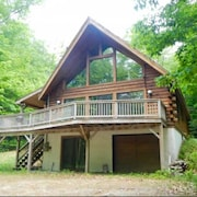 Log Cabin With Hot Tub - Perfect for Family Vacation and Group Getaways!