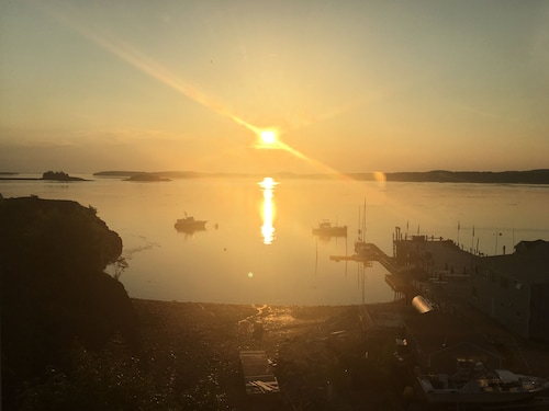Great Place to stay Eastport Waterfront ~ Sunrise Views Over Campobello near Eastport