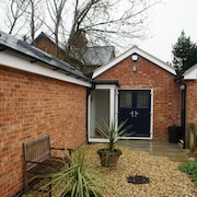Beautifully Renovated 2 Bedroom Cottage