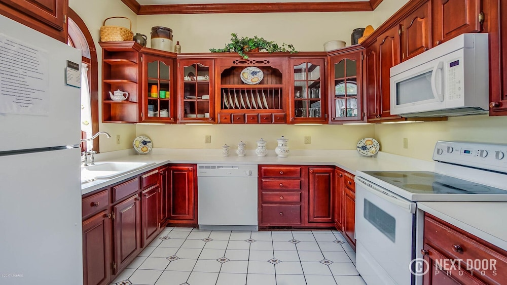 Private Kitchen, Right Downtown With Space for Everyone!