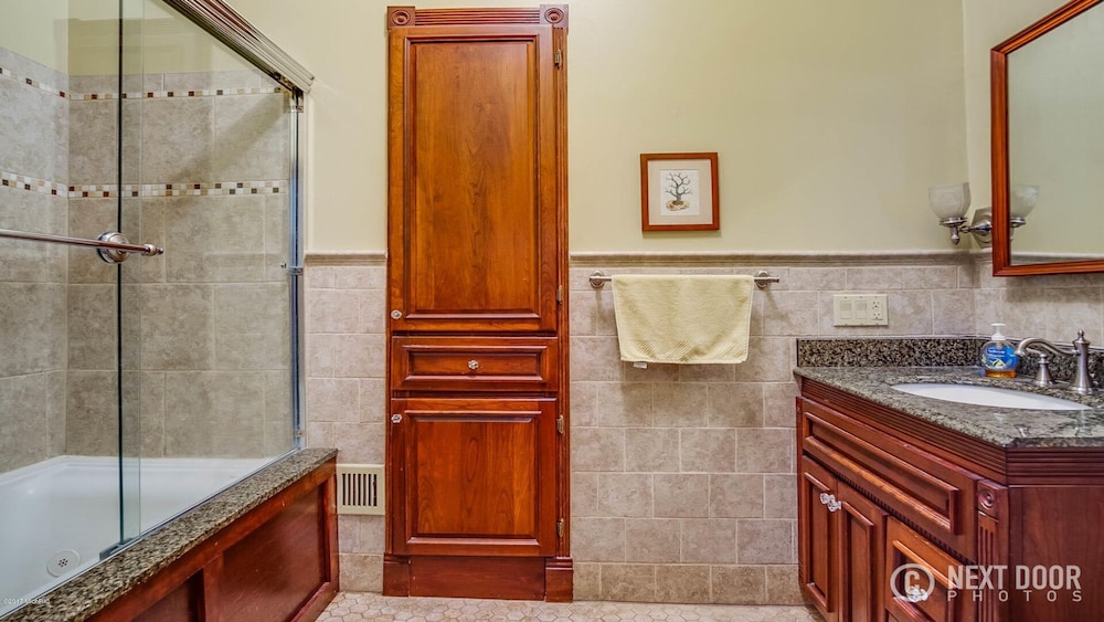 Bathroom, Right Downtown With Space for Everyone!