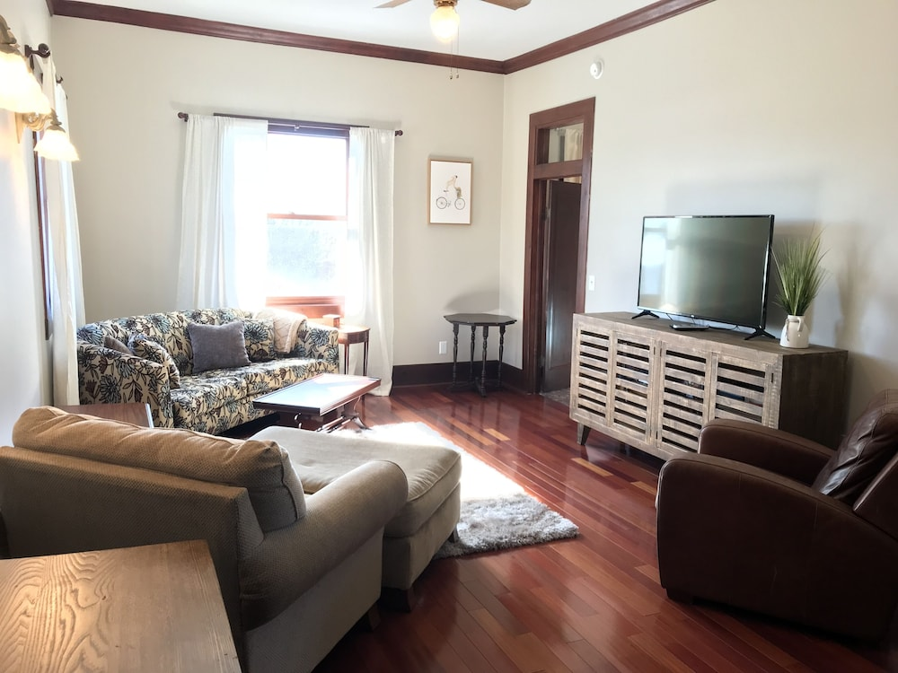 Living Room, Right Downtown With Space for Everyone!