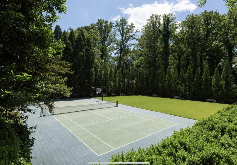 Sport Court, Grand Buckhead Mansion! Heated Pool, Tennis Court, Huge Lawn