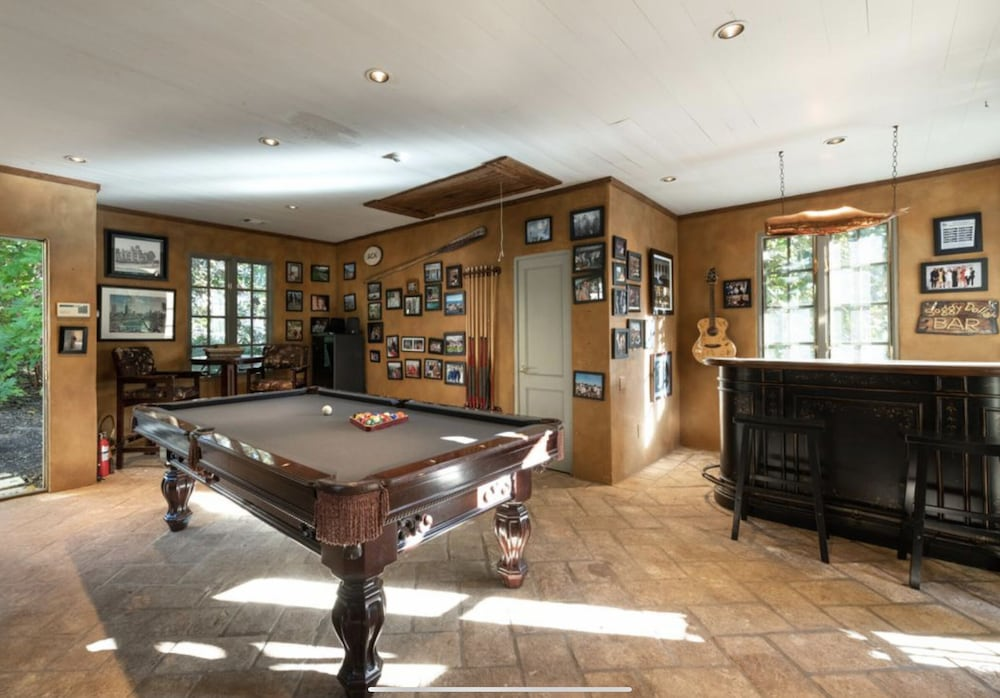 Game Room, Grand Buckhead Mansion! Heated Pool, Tennis Court, Huge Lawn