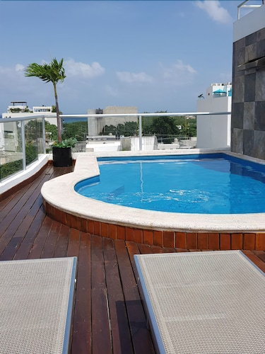 Cozy Apartment Close to the Beach With Rooftop Pool and Elevator