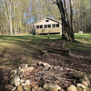 Off-the-grid Easy Access Cabin to the A.t. in Andover Notch