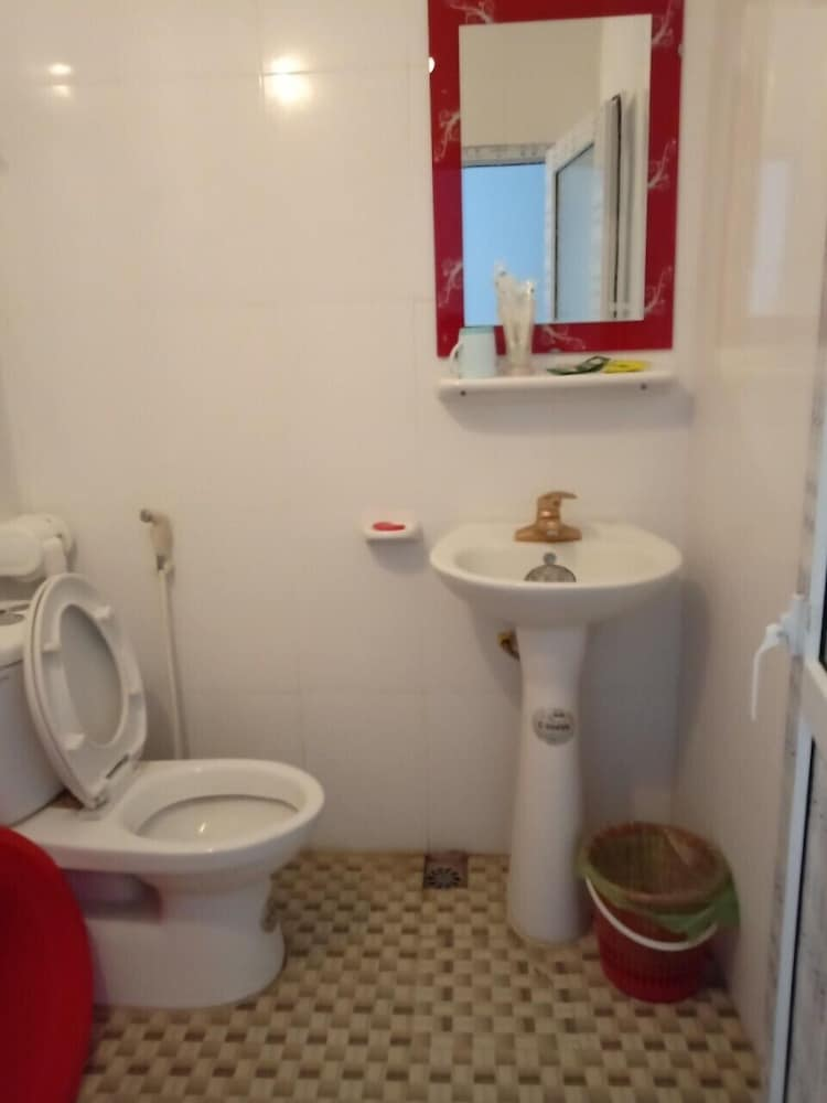 Bathroom, Phuong Thao Guest House