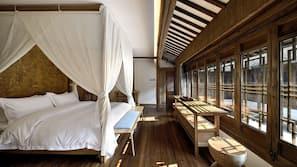 1 間臥室、書桌、窗簾、熨斗/熨衫板