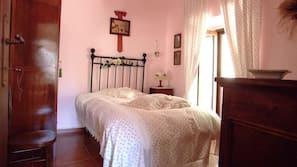Zimmersafe, kostenlose Babybetten, kostenloses WLAN, Bettwäsche