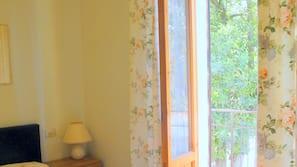 In-room safe, cots/infant beds, linens
