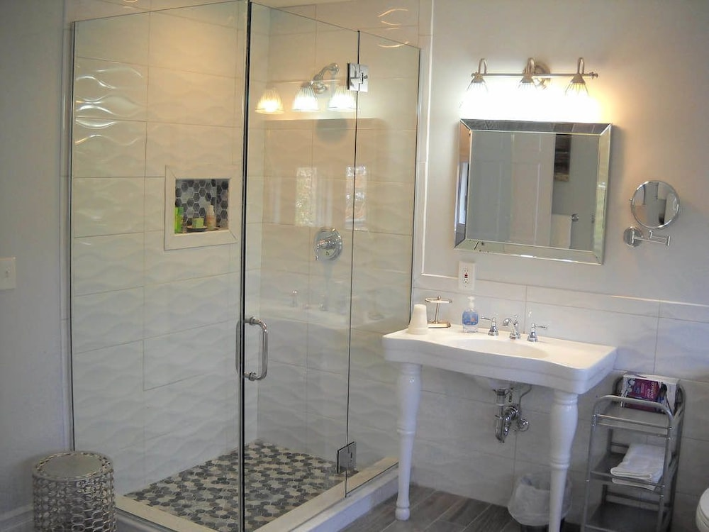 Bathroom, The Ocean Bay House