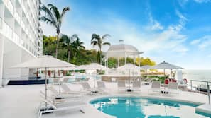 2 outdoor pools, pool umbrellas