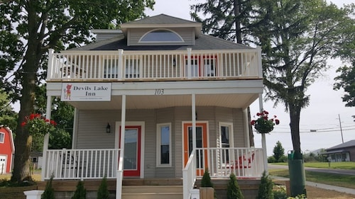 Great Place to stay Devils Lake Inn near Manitou Beach-Devils Lake