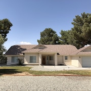 California City Tastefully Modern 4 Bd Vacation home