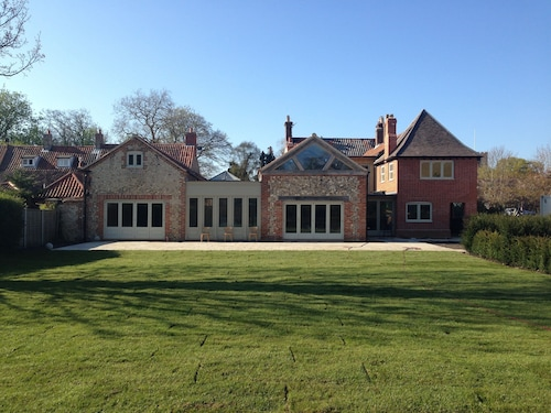 Caradon House, 5 Star, Grade II Listed, 10 Bedrooms, Sleeps 20, North Norfolk