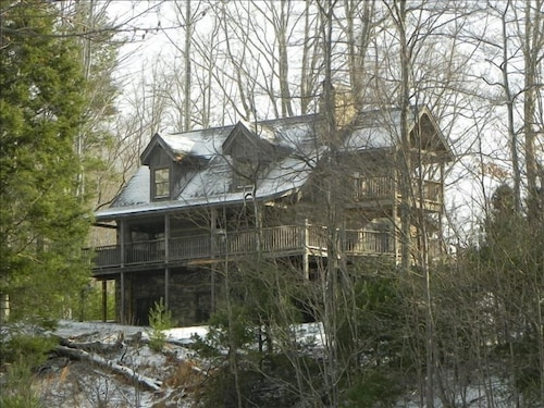 Hemlock Point Cabin, in Gated Leatherwood Mountains Subdivision, 2 Bdrms + Loft
