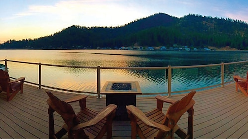 Great Place to stay Near & Deer Panoramic Waterfront hot Tub Sleeps 10 Private Dock near Loon Lake