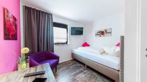1 Schlafzimmer, Allergikerbettwaren, Schreibtisch, Verdunkelungsvorhänge