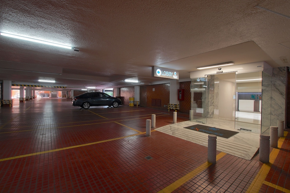 Parking, Econo Express Hotel