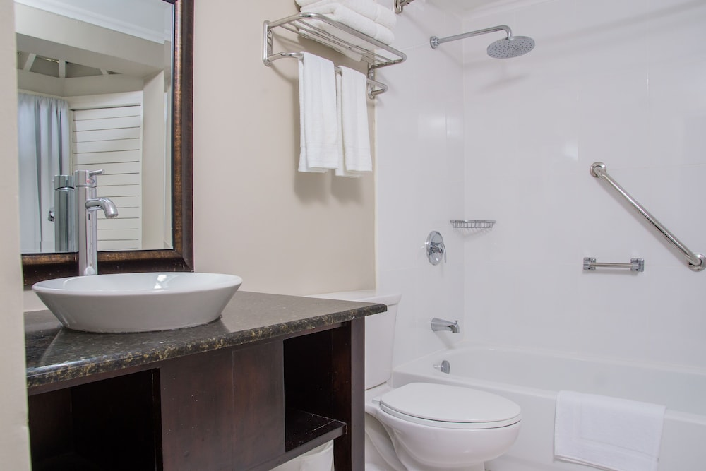 Bathroom, Hillview at Mystic Ridge