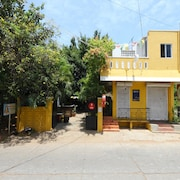 OYO 14440 Home Comfort 1BHK Near Auroville Beach