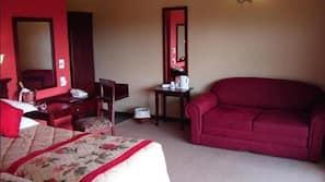 Luxe beddengoed, een kluis op de kamer, een bureau, gratis babybedden