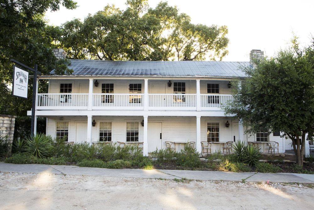 Front of Property - Evening/Night, Stagecoach Inn