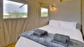 2 bedrooms, premium bedding, free WiFi, linens