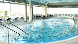 2 piscinas cubiertas, 4 piscinas al aire libre, sombrillas, tumbonas