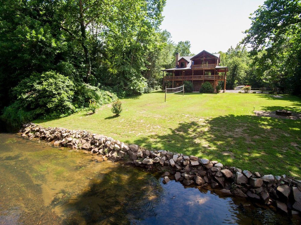 Secluded Luxury Cabin - 2 Acres on the Ocoee  Amazing Play