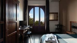 1 bedroom, in-room safe, desk, cribs/infant beds