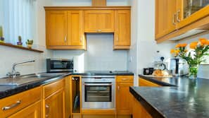 Oven, hob, dishwasher, coffee/tea maker