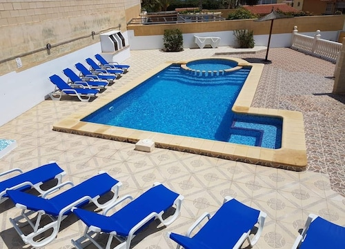Medstar Villa IN Benidorm Jacuzzi-pooltable-tabletennis-golf-sports-family
