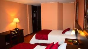 Ropa de cama hipoalergénica, caja fuerte, escritorio y cortinas opacas