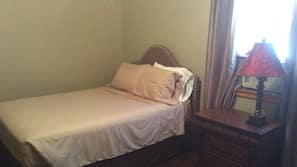 2 bedrooms, iron/ironing board, Internet, linens