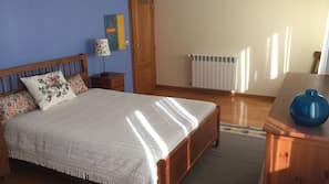 4 chambres, fer et planche à repasser, accès Internet, draps fournis
