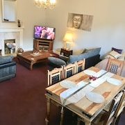 BUDGET ACCOMMODATION MINS FROM JUNCTION 30M1 FREE PARKING.  Chesterfield