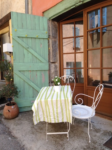 150år old Typical Provencal House With Great Charm, in Central Town
