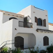 2 Bed Det.villa, 360deg Views, Free Wi-fi, Pool, Air/con, 50% Golf Disc. SKY TV